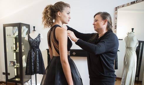 Aspettando Miss Italia. Giusy Buscemi prova gli abiti di Daniela Del Cima