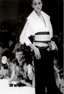 Collezione donna A/I 1982 (Foto sfilata © Fondazione Gianfranco Ferré)
