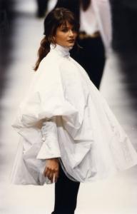 Collezione donna A/I 1993 (Camicia da pittore - Foto sfilata © Fondazione Gianfranco Ferré)