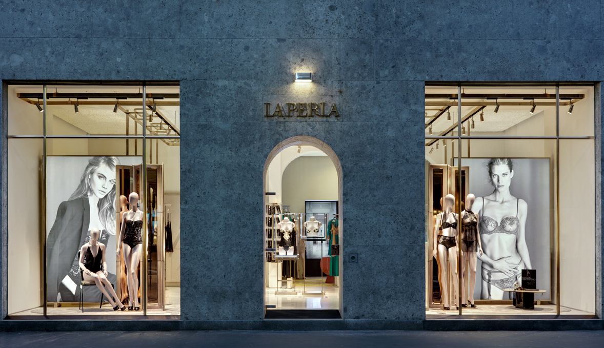 Boutique La Perla in via Montenapoleone a Milano