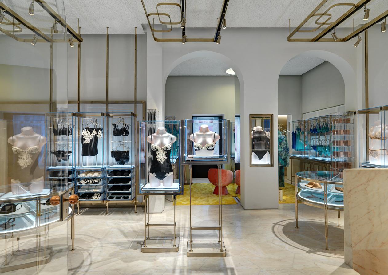Boutique La Perla in via Montenapoleone a Milano